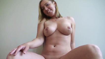 Жопастая куколка сношается на порно кастинге