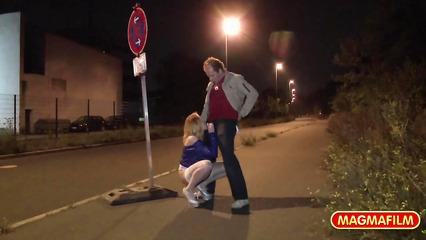 Экстремальное сношение посреди улицы
