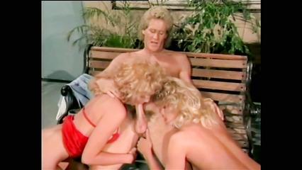 Винтажное порно видео секса втроем